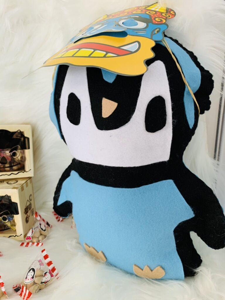 ペンギンに鬼のお面